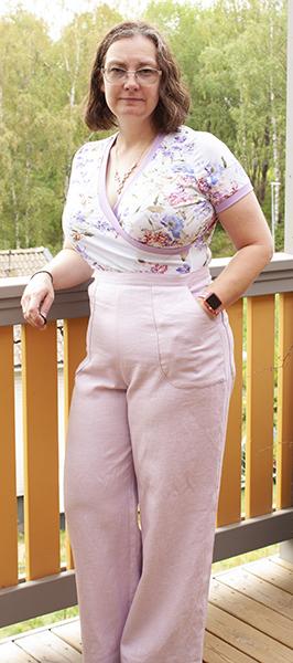 Rosa linnebyxor blommig tröja 1